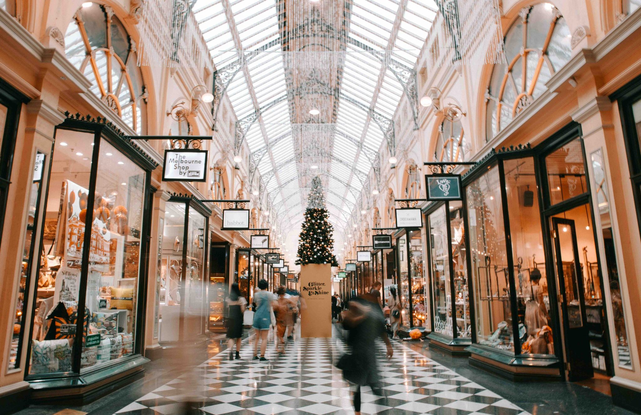 Save Money Shopping - 7 Easy Ways To Maximize Money This Christmas